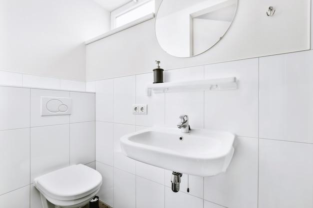 Роскошный дизайн смесителя в элегантной ванной комнате