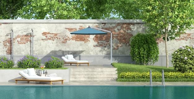 プール付きの豪華な庭園