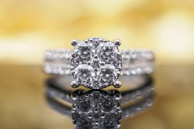 Роскошные золотые ювелирные кольца с бриллиантами с отражением