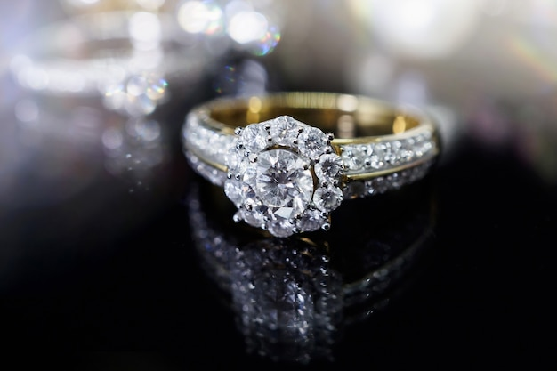 반사와 럭셔리 주얼리 다이아몬드 반지