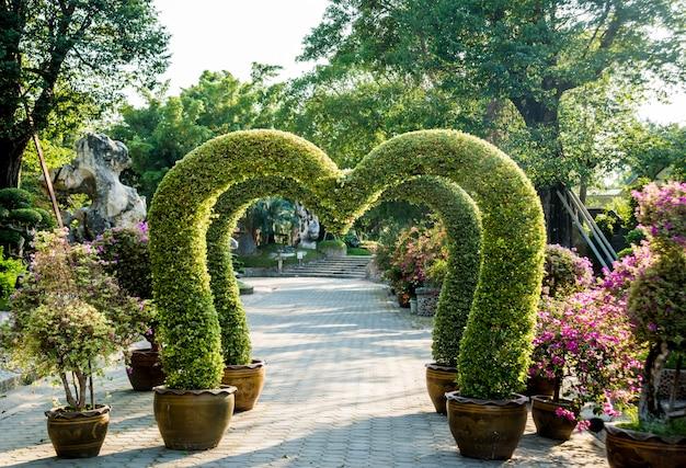 열대 정원의 럭셔리 조경 디자인.