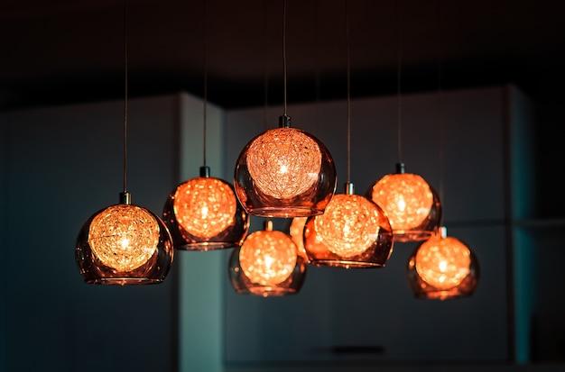 豪華な照明の装飾