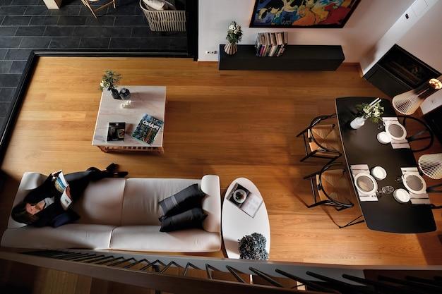 고급 거실, 식당 및 주방 인테리어, 위에서 보기