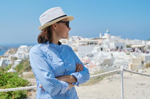 成熟した女性の豪華な地中海クルーズ休暇