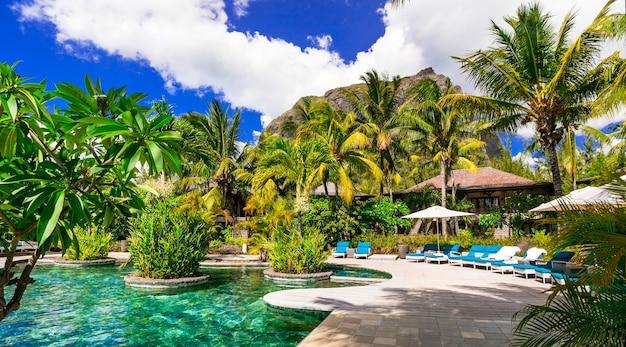 贅沢な熱帯の休日。モーリシャス島のスイミングプールとリラックスできるスパの領土