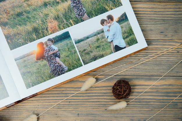 자연 표면에 고급 나무 사진 책입니다. 가족의 추억 화보집.