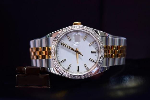 비즈니스를 위한 고급 손목시계
