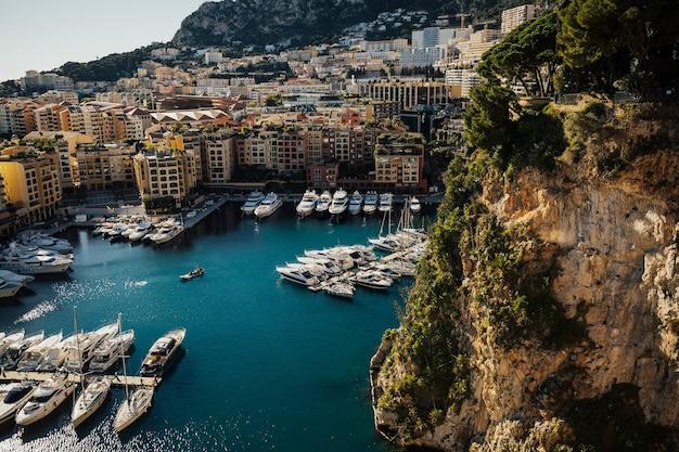 Роскошные яхты в монако
