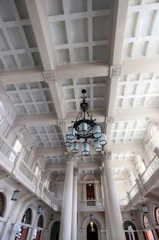 建物のホールの詳細luz駅、サンパウロ、ブラジル
