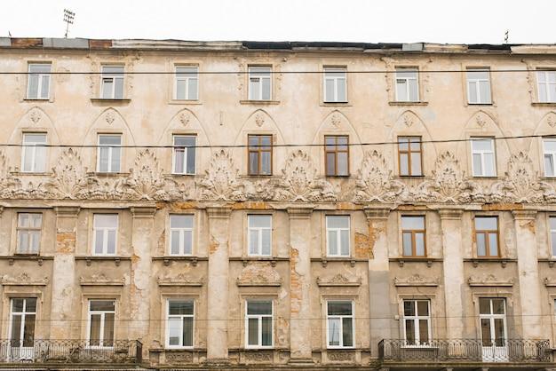 리 비우, 우크라이나. 2019 년 10 월. 구도시 건축