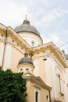 리 비우, 우크라이나. 2019 년 10 월. 변형의 교회 (구 삼위 일체 교회)