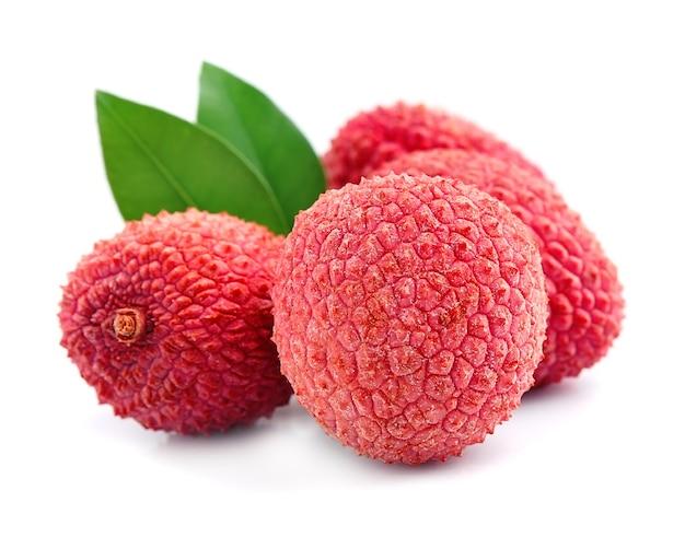 Плоды личи с листьями
