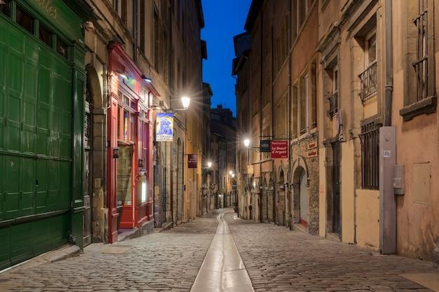 리옹, 프랑스-2018 년 8 월 21 일 : 부촌-리옹과 지역의 특선 요리를 맛볼 수있는 리옹의 전통 현지 레스토랑