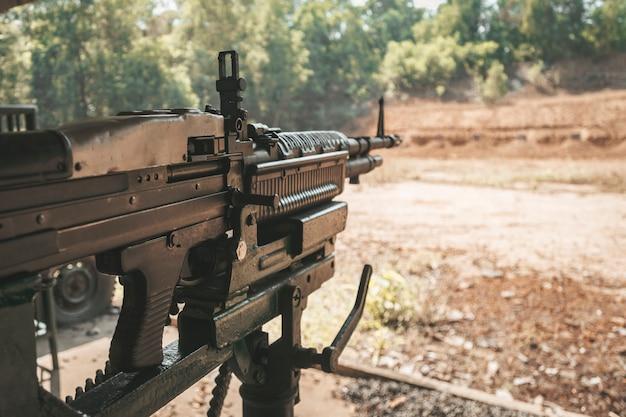 Cu chi 사격장에 있는 m60 기관총. 베트남.