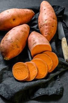 生のサツマイモ、有機の山m。農場の食べ物。