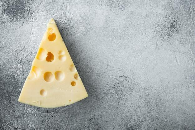 회색 돌에 maasdam 치즈 세트, 평면도 평면 누워, 복사 공간