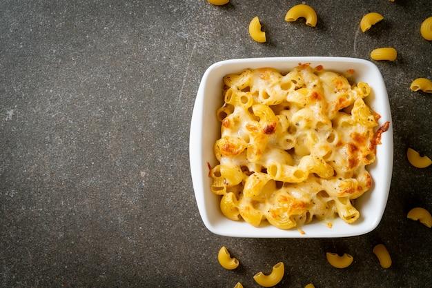 マカロニアンドチーズ、安っぽいソースのマカロニパスタ-アメリカンスタイル