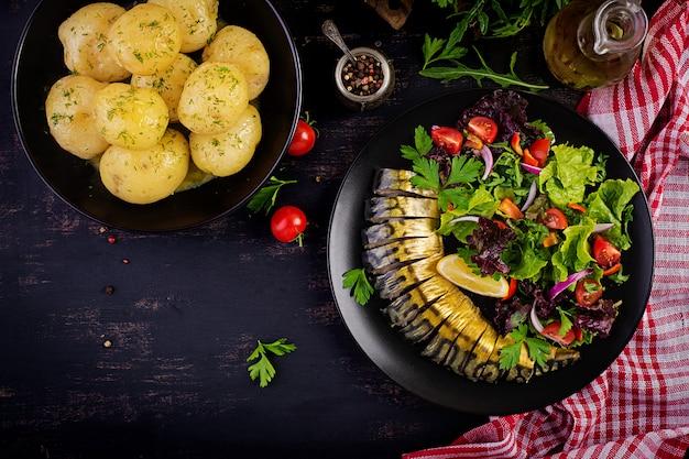 サバのmac製と新鮮なサラダ