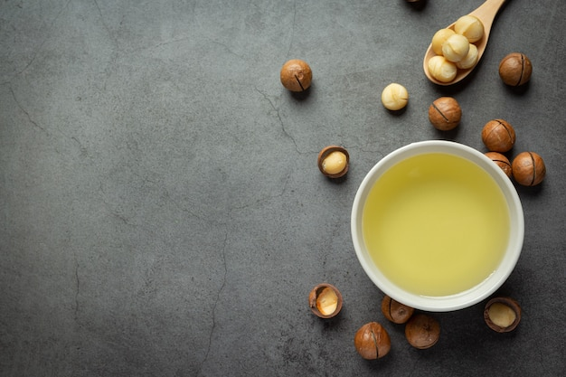 Macadamia oil for relaxing treatment