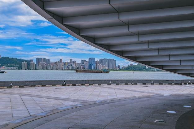 마카오, 중국 aug,25.2021 나선형 산책로가 있는 독특한 비대칭 원뿔 모양 건물인 마카오 과학 센터, 마카오. 현대 건축