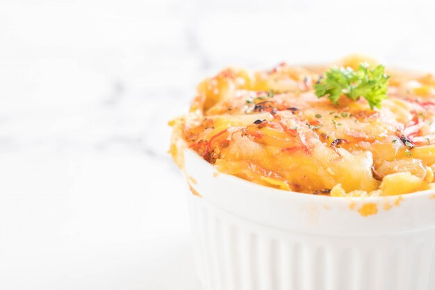 Macaroni baked with cheese and crab stick