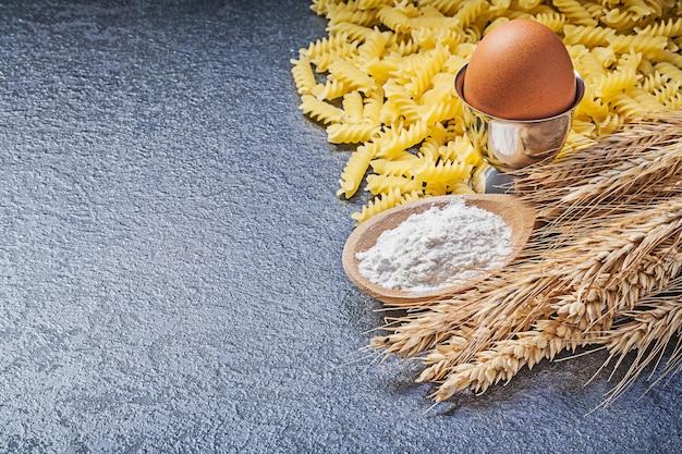マカロニ耳スプーン小麦粉卵