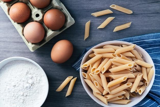 Макаронные изделия из макарон с яйцом и мукой