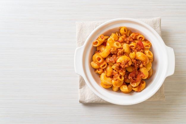 토마토 소스와 다진 돼지 고기를 곁들인 마카로니, 아메리칸 찹 수이, 아메리칸 굴 라시