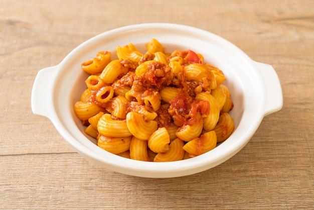 토마토 소스와 다진 돼지고기를 곁들인 마카로니, 아메리칸 찹 수이, 아메리칸 굴라시