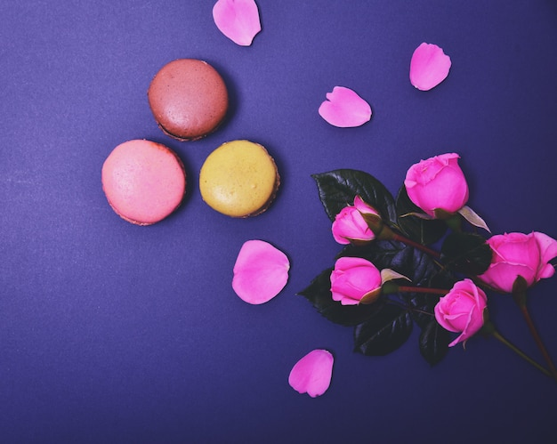 Macarons and a bouquet of pink roses