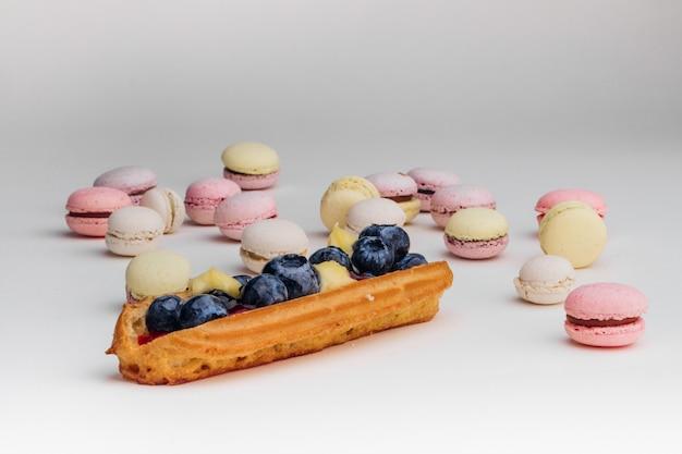 Macarons и заварной торт эклер