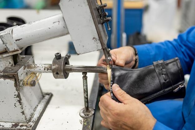 Станок для обрезки излишков прилипшей подкладки. обувное производство. для любых целей.
