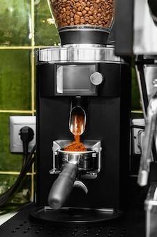 Macchina per macinare i chicchi di caffè