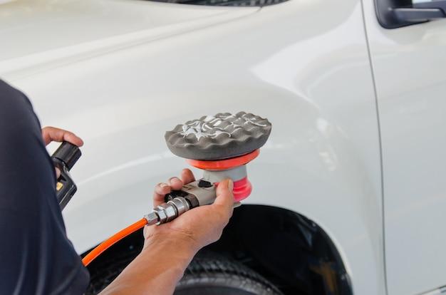 Machine polishing cars
