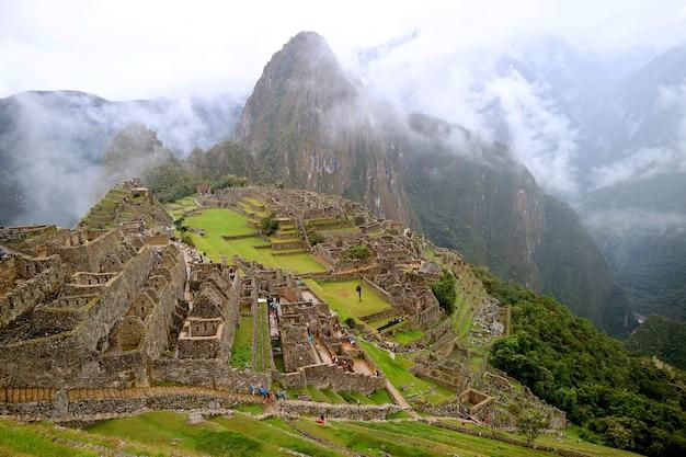 빛 비의 마추 픽추 페루 우루 밤바 지방의 놀라운 잉카 성채