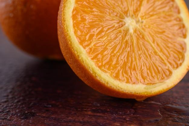 Macro immagine dell'arancia matura, piccola profondità di campo.