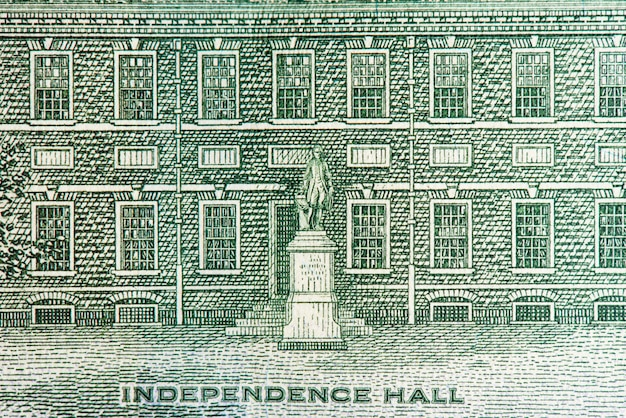 Macro of independence hall on the hundred dollar bill.
