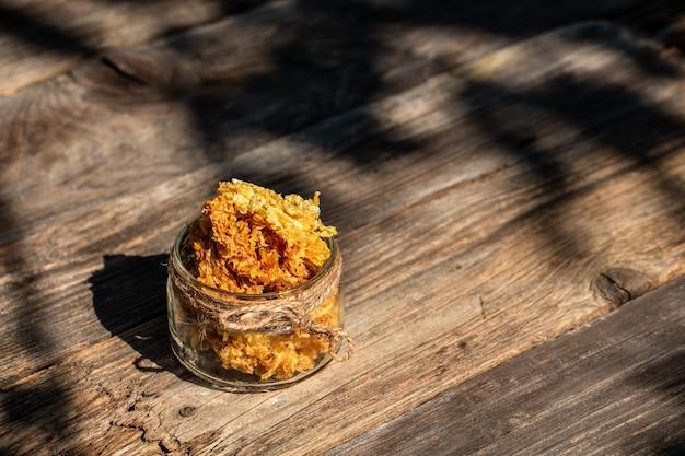 벌집에 꿀벌 하이브의 매크로 사진