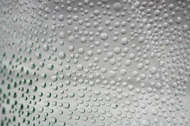 생수에 있는 거품 물의 매크로 사진