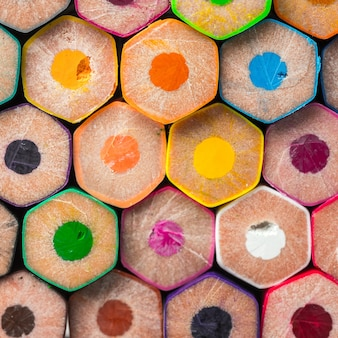 Макро-снимок вид сзади сложенных цветных карандашей