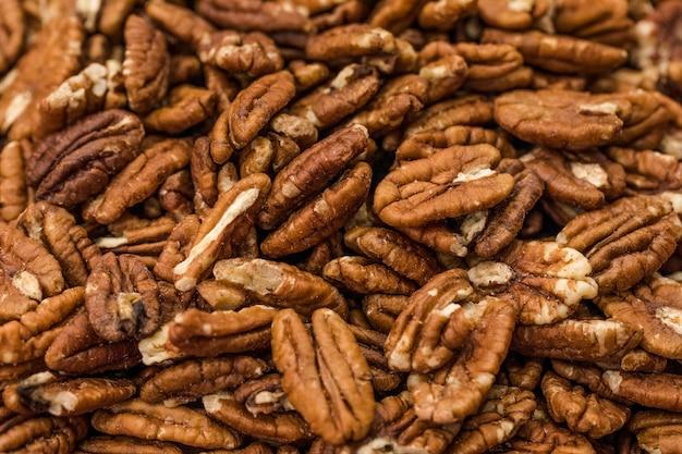 Макрос выстрел из грецких орехов на рынке