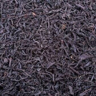 Предпосылка высушенных листьев чая темного цвета. macro.