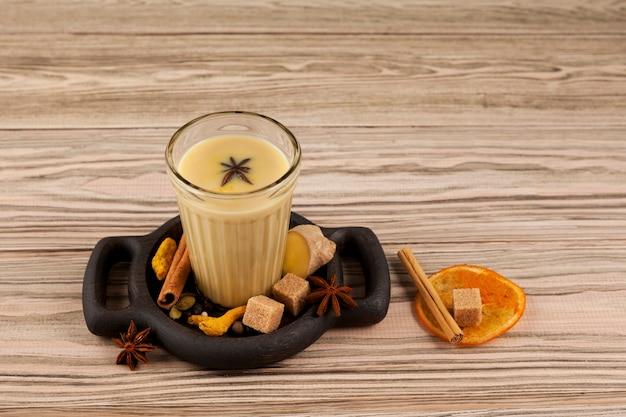 ココナッツミルクまたは練乳とスパイスから作られています