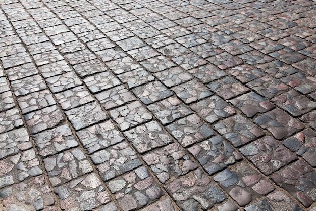 돌 타일 자동차로 만든 오래된 도로