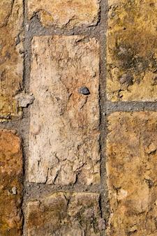 오래 된 새로운 노란 벽돌 길, 근접 촬영의 모습으로 만들어졌습니다.
