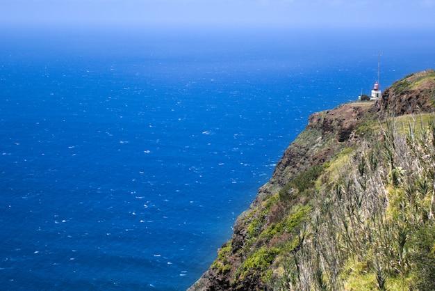 マデイラ島の海と山の風景、サンロレンコ岬、ポルトガル