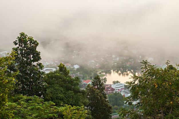 태국 북부 왓 프라탓 도이콩무 사원에서 본 매홍손 공중 전망