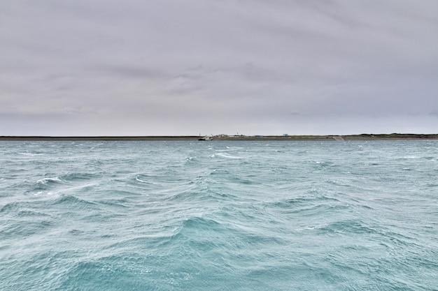 チリ、ティエラデルフエゴのマゼラン海峡
