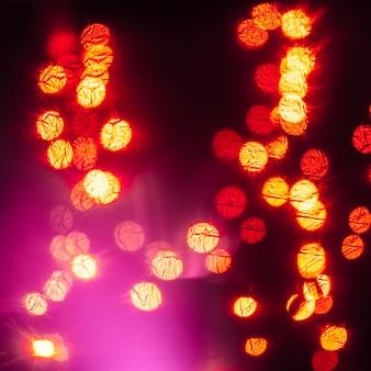 光の斑点にマゼンタのフラッシュ