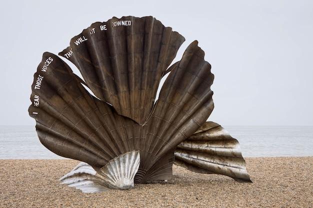 マギハンブリングのオールドバラのビーチにあるスカラップ2003の彫刻
